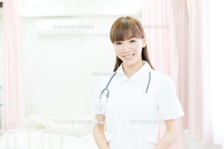 白衣の医療スタッフの写真素材 [FYI00490448]
