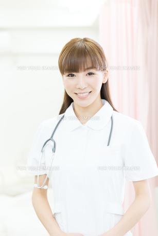 白衣の医療スタッフの写真素材 [FYI00490453]