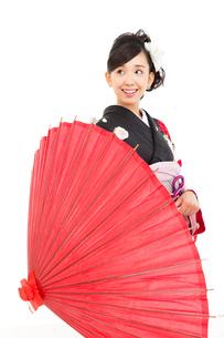 黒い振袖を着た女性の写真素材 [FYI00490988]