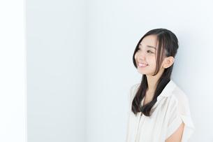 爽やかな若い女性の写真素材 [FYI00490992]