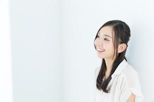 爽やかな若い女性の写真素材 [FYI00491007]