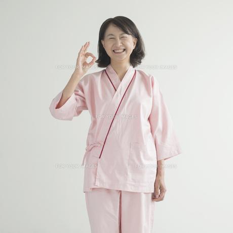 OKポーズをする患者の写真素材 [FYI00491257]