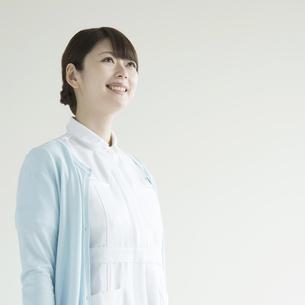 微笑む看護師の写真素材 [FYI00491370]
