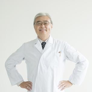 微笑む医者の写真素材 [FYI00491388]