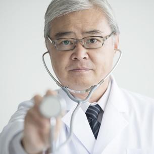 聴診器を持つ医者の写真素材 [FYI00491396]