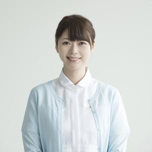 微笑む看護師の写真素材 [FYI00491434]