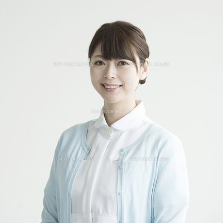 微笑む看護師の写真素材 [FYI00491435]