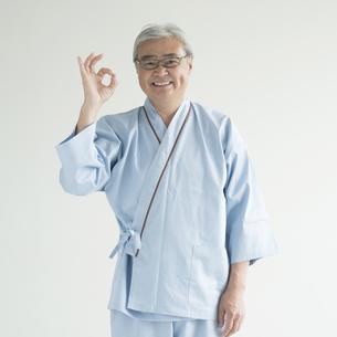 OKポーズをする患者の写真素材 [FYI00491441]