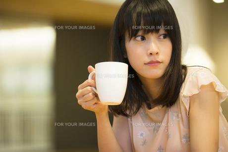 お茶する女性の素材 [FYI00491539]
