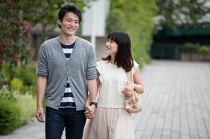 デートをするカップルの写真素材 [FYI00491661]