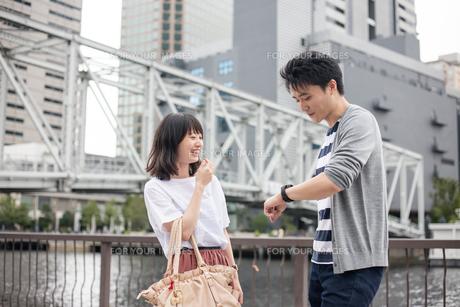 待ち合わせのカップルの素材 [FYI00491674]