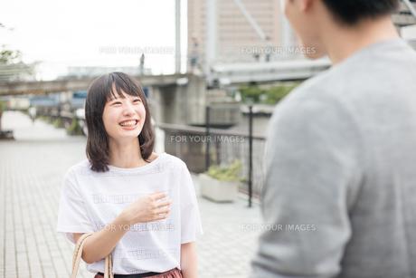 待ち合わせのカップルの素材 [FYI00491701]