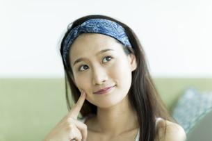 若い女性のスキンケアイメージの写真素材 [FYI00491850]