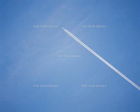 飛行機雲の写真素材 [FYI00492653]
