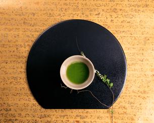 盆の上の茶碗の写真素材 [FYI00492713]