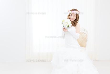 ウエディングドレスの女性の写真素材 [FYI00493138]