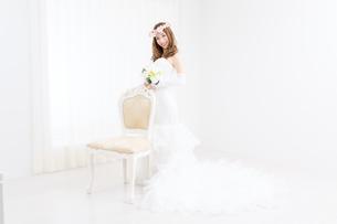ウエディングドレスの女性の写真素材 [FYI00493143]
