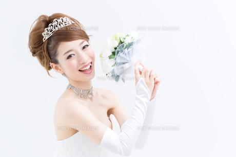 ウエディングドレスの女性の写真素材 [FYI00493205]