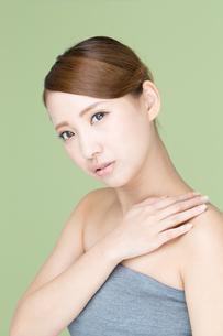 肌の綺麗な若い女性の写真素材 [FYI00493473]