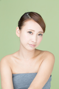 肌の綺麗な若い女性の写真素材 [FYI00493477]