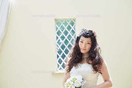 ウエディングドレスの女性の写真素材 [FYI00493862]