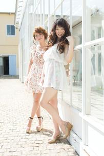 爽やかな女性二人の写真素材 [FYI00493938]