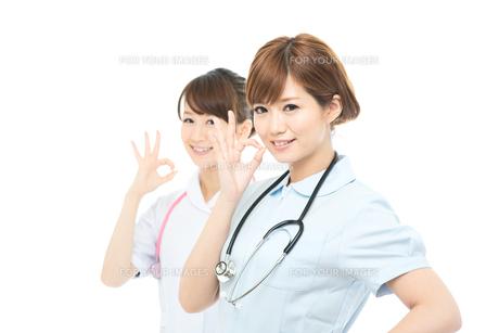 医療スタッフ二人の写真素材 [FYI00494645]