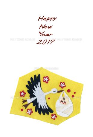 2017年賀状/酉/フェルト絵/コウノトリ/赤子/紅梅/Happy New Yearの写真素材 [FYI00496003]