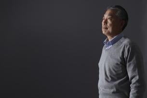 シニア男性の横顔の写真素材 [FYI00496309]