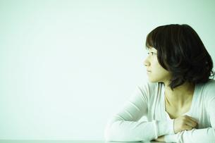 女性横顔 宮城県仙台市の写真素材 [FYI00496350]