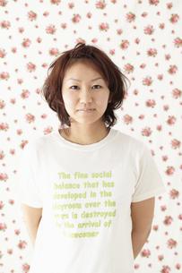 Tシャツを着た女性 宮城県仙台市の写真素材 [FYI00496366]