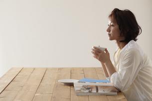 ティータイムの女性 宮城県仙台市の写真素材 [FYI00496369]
