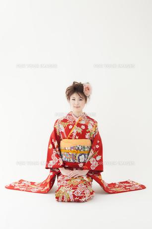 正座をする着物姿の女性 宮城県仙台市の写真素材 [FYI00496411]