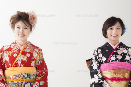着物姿の女性2人 宮城県仙台市の写真素材 [FYI00496412]