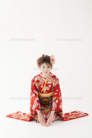 お辞儀をする着物姿の女性 宮城県仙台市の素材 [FYI00496413]