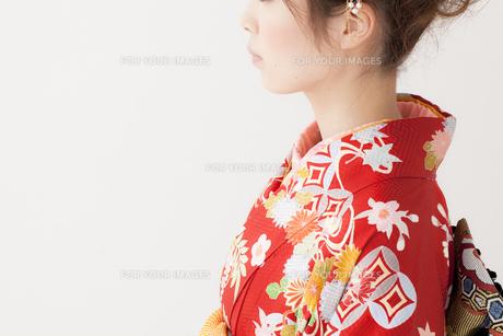 着物姿の女性の横顔 宮城県仙台市の写真素材 [FYI00496418]