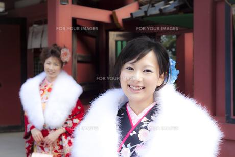着物姿の女性2人 宮城県塩釜市の写真素材 [FYI00496433]