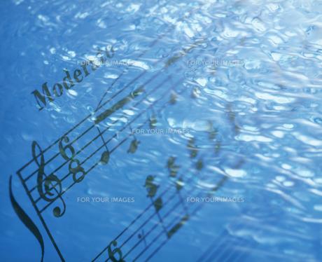 水と音符の写真素材 [FYI00496516]