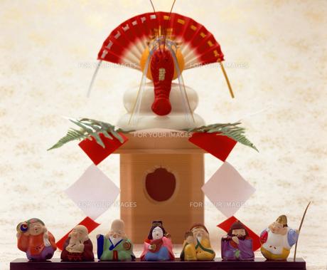 七福神と鏡餅の写真素材 [FYI00496733]