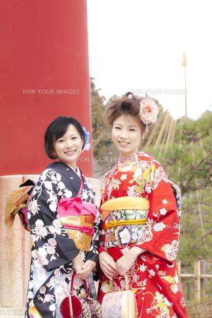 着物姿の女性2人 宮城県塩釜市の写真素材 [FYI00497007]