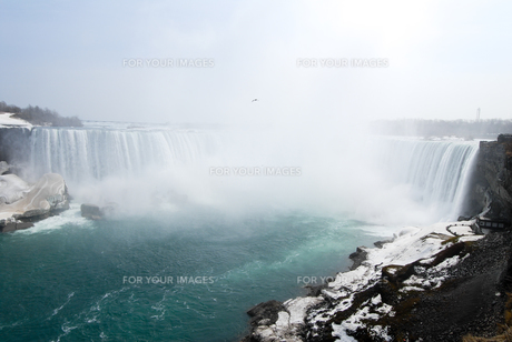 冬のナイアガラの滝の写真素材 [FYI00497073]