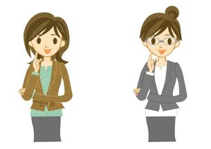 スーツを着た笑顔の女性の写真素材 [FYI00497162]