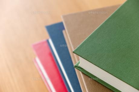 積み重ねた本のクローズアップの写真素材 [FYI00497193]