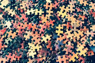 多数のパズルのピースの写真素材 [FYI00497199]