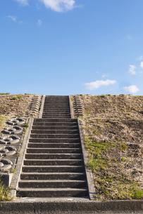 青空と階段の写真素材 [FYI00497216]