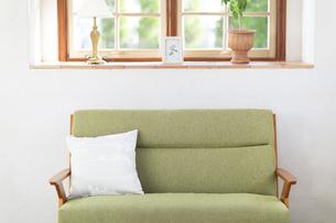 ソファーのある部屋の写真素材 [FYI00497283]