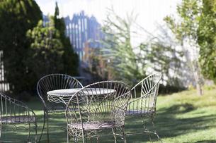 庭のテーブルと椅子の写真素材 [FYI00497287]