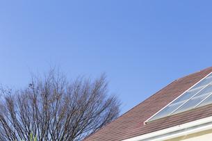 屋根と空の写真素材 [FYI00497320]