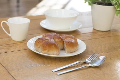 朝食のパンの写真素材 [FYI00497328]