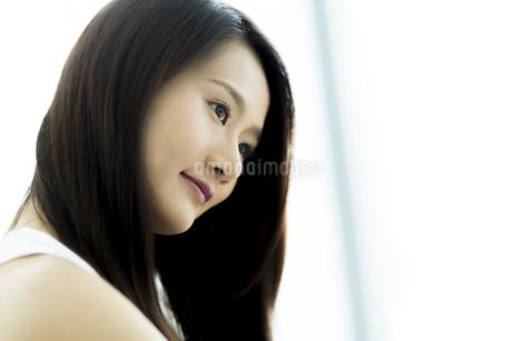 若い女性ヘアケアイメージの写真素材 [FYI00497462]